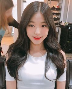 Hairstyles with Layers Ulzzang Korean Girl, Cute Korean Girl, Asian Cute, Asian Girl, Kpop Girl Groups, Kpop Girls, Point Cut Hair, Uzzlang Girl, Long Layered Hair