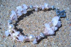 KANAGU - Pink - Wire Bracelet with Rose Quartz and Glass Pearl Beads