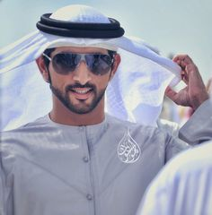 His highness Sheik Hamdan World Handsome Man, Handsome Arab Men, Desert Fashion, Arab Fashion, Middle Eastern Men, Arab Swag, Beautiful Horse Pictures, Royal Prince, Prince Crown