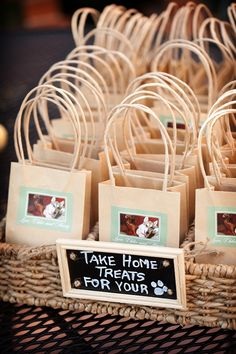 Doggie bags for your wedding guests to take home as wedding favours! Photo by Laura Ashbrook Photography