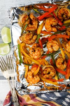 Healthy Recipes : Illustration Description One Pan Shrimp Fajitas – Slender Kitchen. Works for Clean Eating, Gluten Free, Low Carb, Paleo, Weight Watchers®️️ and diets. Seafood Recipes, Diet Recipes, Cooking Recipes, Healthy Recipes, Seafood Meals, Healthy Dinners, Low Carb Shrimp Recipes, Fodmap Recipes, Whole30 Recipes