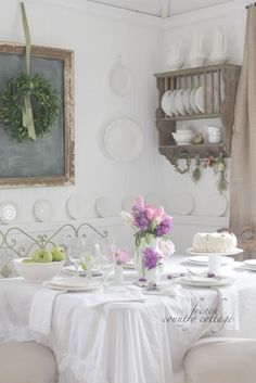 FRENCH COUNTRY COTTAGE: Little cottage dressed for Summer