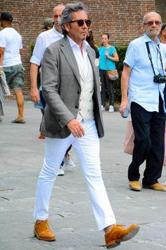 ジレ×白パンツ