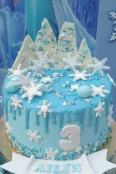 Take a look at this magical Frozen birthday party! The cake is delightful!! See more party ideas and share yours at CatchMyParty.com Frozen Party Food, Frozen Party Favors, Frozen Party Decorations, Disney Frozen Party, Frozen Photos, Frozen Birthday Theme, Frozen Cake, Party Activities, Princess Party