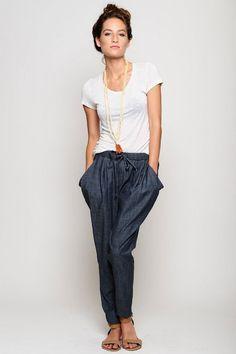 comfy and stylish chambray pants. LOVE this look! Fashion Mode, Moda Fashion, Womens Fashion, Girl Fashion, Style Outfits, Cute Outfits, Fashion Outfits, Fashion Shoes, Mode Style