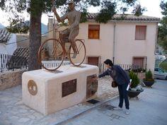 Fuente del peregrino ciclista (Caravaca de la Cruz)