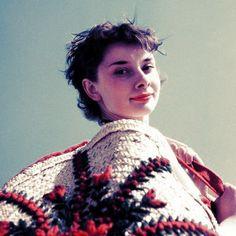 Audrey Hepburn. Love her hair!
