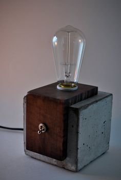 Handmade Concrete and Wood table lamp by Curly Woods artisants – Top Trend – Decor – Life Style Table Beton, Table Lamp Wood, Contemporary Table Lamps, Modern Table, Concrete Lamp, Bright Homes, Home Workshop, Unique Lamps, Bedroom Lamps