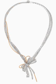 10 драгоценных бантиков Chaumet   Украшения   VOGUE Bow Jewelry, High Jewelry, Diamond Jewelry, Jewelery, Jewelry Necklaces, Jewelry Design, Accessorize Fashion, Unicorn Necklace, Chaumet