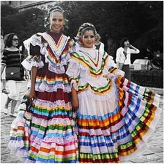 Inspiration from traditional mexican dresses Traditional Mexican Dress, Traditional Fashion, Traditional Dresses, Mexican Style, Mexican Girls, Mexico Fashion, Spanish Girls, Mexico Culture, Mexican Designs