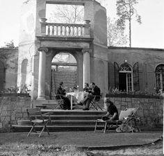 Nina Leen, GERMANY – 1950: Frau & Herr Fritz Kehl dining on terrace of their bombed-out villa.