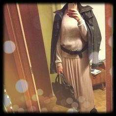 Wearing my pleated nude dress, cashmere jumper COS, leather jacket Stradivarius, bag Gretchen