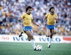 Zico y Socrates hicieron junto a Toninho Cerezo y Falcao un medio campo de toque magia en España 1982. Antes de lo que hoy llaman tiki-taka ellos lo hicieron hace 32 años.