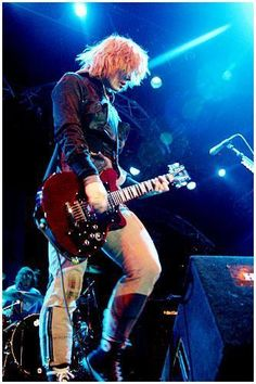 Brody Dalle and The Distillers Photos Brody Dalle, The Distillers, Playing Guitar, Cool Bands, Concert, Vintage, Photos, Spirituality, Pictures