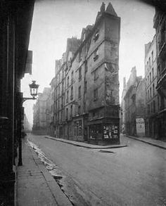 Paris, 1908 - Vieille Cour, 22 rue Quincampoix by Eugene Atget . Old Photography, Street Photography, Landscape Photography, Eugene Atget, Berenice Abbott, Alfred Stieglitz, Musee Carnavalet, Nikon D5500, Old Houses