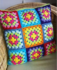 Crochet Cushion: Step by Step + 38 Photos Crochet Pillow Cases, Crochet Cushion Cover, Easy Crochet Blanket, Crochet Cushions, Afghan Crochet Patterns, Crochet Squares, Crochet Motif, Crochet Stitches, Knitting Patterns