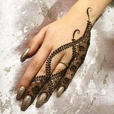 Design mehndi a 140 dita alla moda e mozzafiato per le spose – Henna desi… – Henna 2020 Cute Henna Designs, Modern Henna Designs, Back Hand Mehndi Designs, Finger Henna Designs, Stylish Mehndi Designs, Mehndi Designs 2018, Mehndi Designs For Beginners, Mehndi Designs For Fingers, Beautiful Henna Designs