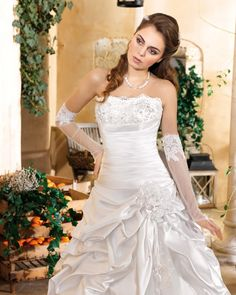 Simple Tulle Ball Gown Strapless Satin Sweep/brush Train Lace Beading Hand Made Flowers Wedding Dresses