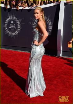 Iggy Azalea shimmers and shines while walking the red carpet at the 2014 MTV Video Music Awards held at The Forum on Sunday (August 24) in Inglewood, Calif.   The…