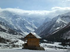 #Himachal_Pradesh or #theLandofSnows located in Western Himalayas & surrounded by majestic mountains.