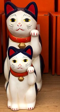 We have great vintage and traditional home decor goods and handicrafts on Esty Japanese Cat, Vintage Japanese, Sweet Little Things, Architecture Tattoo, Maneki Neko, Funny Tattoos, Cat Art, Cats And Kittens, Edo Era