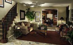 Небольшая гостиная между лестницей и кабинетом