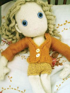 FREE PATTERN: Daffodilly cardi for Pixie | Claire Garland: knitting patterns, dolls and inspiration
