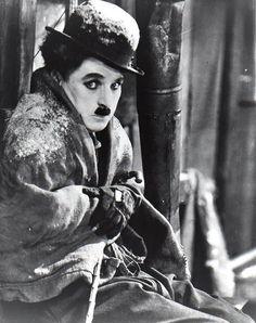 The Gold Rush – Charlie Chaplin The Stranger, Hollywood Stars, Old Hollywood, Charlie Chaplin Videos, Ruée Vers L'or, Chaplin Film, Charles Spencer Chaplin, Vevey, Actor