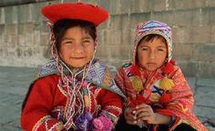 children-in-traditional-peruvian-dress