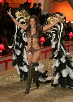 Victoria's Secret Fashion Show, November 2010 - Alessandra Ambrosio's Runway Evolution - Photos