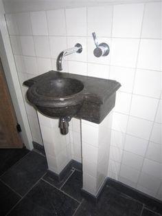 Massief hardstenen wasbak voor wc-meubel. www.renehoutman.nl