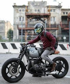 I honestly love what they did with this specialty - Cafe Racer Fans - - Dang yo! I honestly love what they did with this specialty - Cafe Racer Fans Cafe Racer Honda, Cafe Racer Build, Cafe Racer Motorcycle, Motorcycle Gear, Women Motorcycle, Motorcycle Style, Bmw Scrambler, Motos Yamaha, Ducati