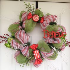 Geo Mesh Christmas Wreath that I made.  So easy and fun!