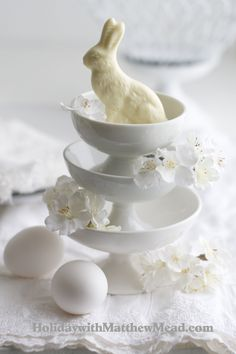 Have a look at this simple and easy to do ideas for impressive Easter. 60 Creative Easy DIY Tablescapes Ideas for Easter are perfect for any spring get-together. Hoppy Easter, Easter Bunny, Easter Eggs, Easter Food, Chocolate Rabbit, White Chocolate, Easter Parade, Easter Celebration, Easter Holidays