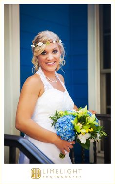 #wedding #photography #weddingphotography #destinationwedding #beachwedding #beach #tweenwatersinnresort #captiva #captivaisland #florida #stepintothelimelight #limelightphotography #bride #portrait #bouquet