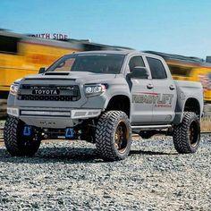 #Repost @starwood_customs Readylift Tundra Prerunner #starwoodcustoms #toyota #tundra #dallas #kevlar #prerunner #readylift #starwoodmotors#twitter