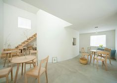 Live-in gallery and studio by Flat House