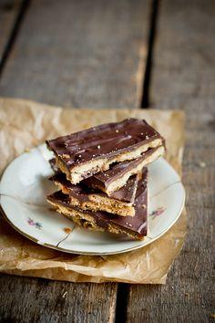 Kokkama Ragnega: Karamelli-šokolaadi krõbedik ehk kodune Daim šokolaad
