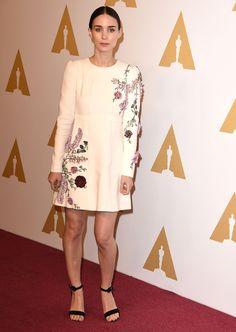 Alicia Vikander en robe Giambattista Valli à la cérémonie des Academy Awards à Los Angeles