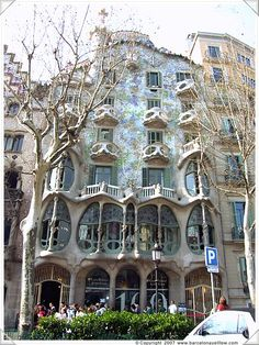 Casa Batllo, reconstructed by Antoni Gaudi World Famous Buildings, Amazing Buildings, Famous Landmarks, Famous Architecture, Beautiful Architecture, Antonio Gaudi, Barcelona Travel, Barcelona Spain, Building Exterior
