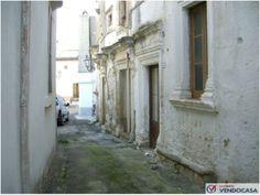 L'agenzia Immobiliare Salento Vendocasa vende nel centro storico di Corigliano D'Otranto, a pochi minuti dal mare di Otranto, tipica abitazione Salentina.