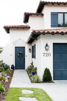 Spanish Exterior, Mediterranean Homes Exterior, Mediterranean Decor, Spanish Style Homes, Spanish House, Spanish Colonial, Red Roof House, Merida, Exterior Paint Colors For House