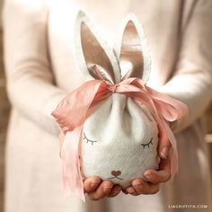 Our felt Easter bunny treat bag is a darling addition to your kid's Easter basket. Easter Presents, Easter Gift, Happy Easter, Craft Stick Crafts, Felt Crafts, Bunny Bags, Felt Bunny, Dmc Embroidery Floss, Easter Bunny Decorations