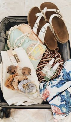 vsco: ashleydittmar insta: ashleydittmar_ Source by lilly__belle outfits beach vacations Beach Vibes, Summer Vibes, Summer Fun, Summer Goals, Summer Dream, Summer Aesthetic, Travel Aesthetic, Beach Aesthetic, Planner Stickers