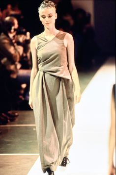 Comme des Garçons Spring 1994 Ready-to-Wear Fashion Show - Janine Giddings
