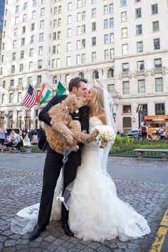 This Couple Brought Their Goldendoodle To Their Wedding and It Was Perfect