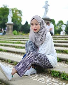New style fashion hijab pants Ideas Modern Hijab Fashion, Hijab Fashion Inspiration, Muslim Fashion, Modest Fashion, Trendy Fashion, Fashion Outfits, Style Fashion, Hijab Style, Casual Hijab Outfit