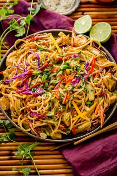 Don't head out to your local favorite Thai restaurant for Thai Peanut Sauce Noodles and Chicken. You can make the best Thai peanut sauce at home! I've resisted posting too much Asian Tai Food Recipes, Cajun Recipes, Sauce Recipes, Asian Recipes, Chicken Recipes, Cooking Recipes, Peanut Sauce Noodles, Easy Peanut Sauce, Peanut Sauce Recipe