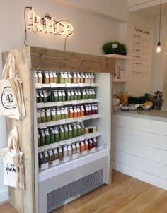 Ever thought of going to a juice bar? They can be found everywhere and they serve delicious juice. Check out the top juice bars in NYC. Juice Bar Interior, Cafe Interior, Smoothie Bar, Deco Restaurant, Restaurant Design, Coffee Shop Design, Cafe Design, Design Art, Juice Bar Design
