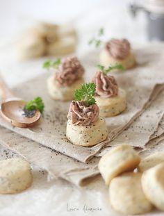Biscuiti fragezi cu mac - retete culinare aperitive. Biscuiti cu mac si parmezan. reteta biscuiti fragezi. Mod de preparare si ingrediente biscuiti cu mac.